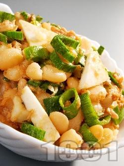 Тосканска салата с боб, риба тон и целина - снимка на рецептата